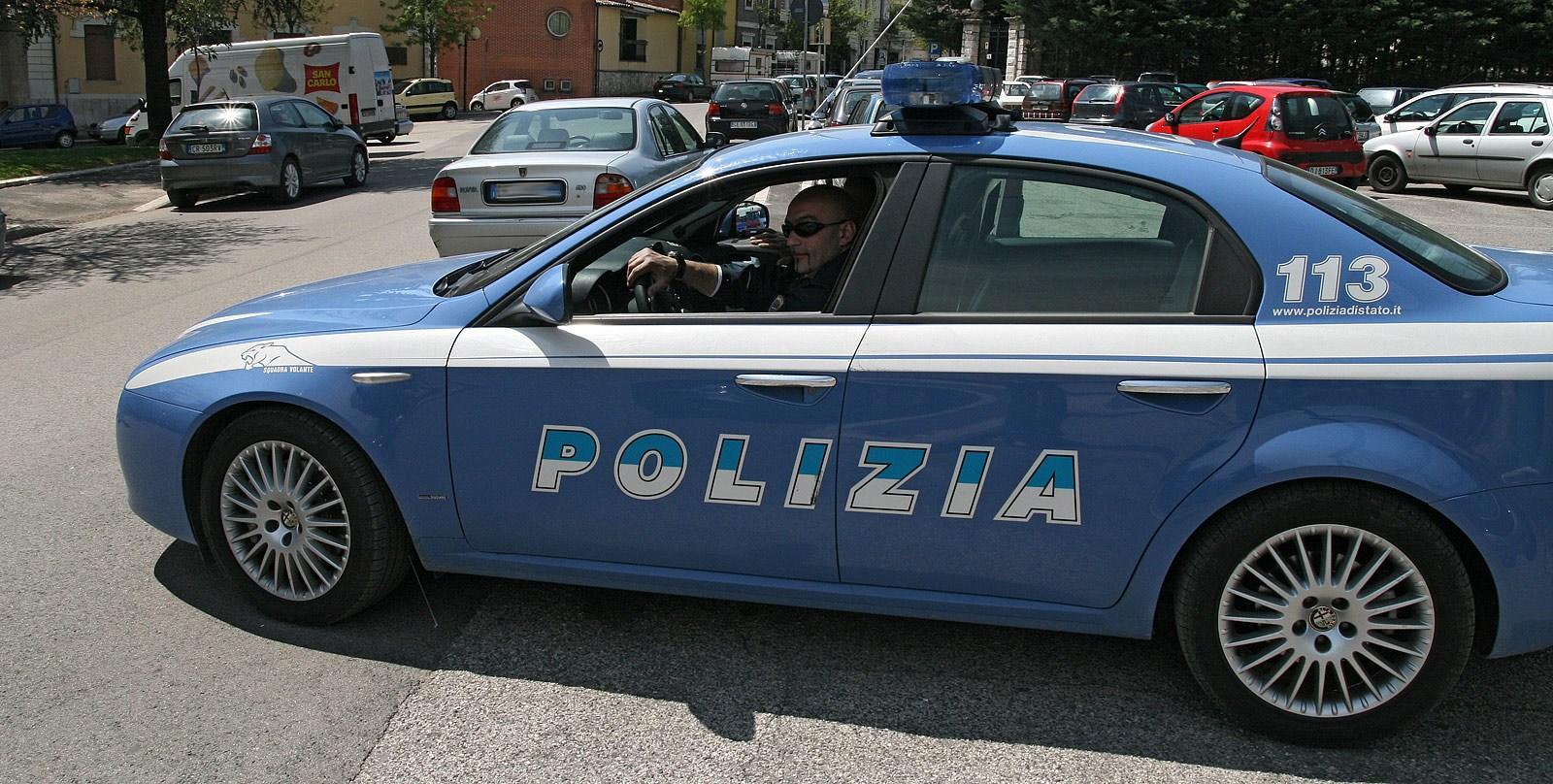 polizia  volante in corsa