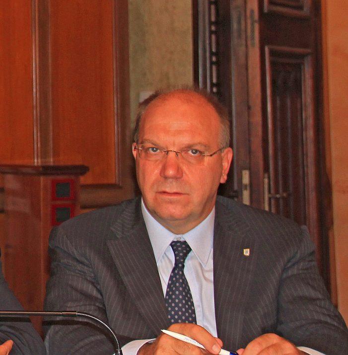 Il presidente Del Corvo ritira le dimissioni e resta a occuparsi della Provincia dell'Aquila