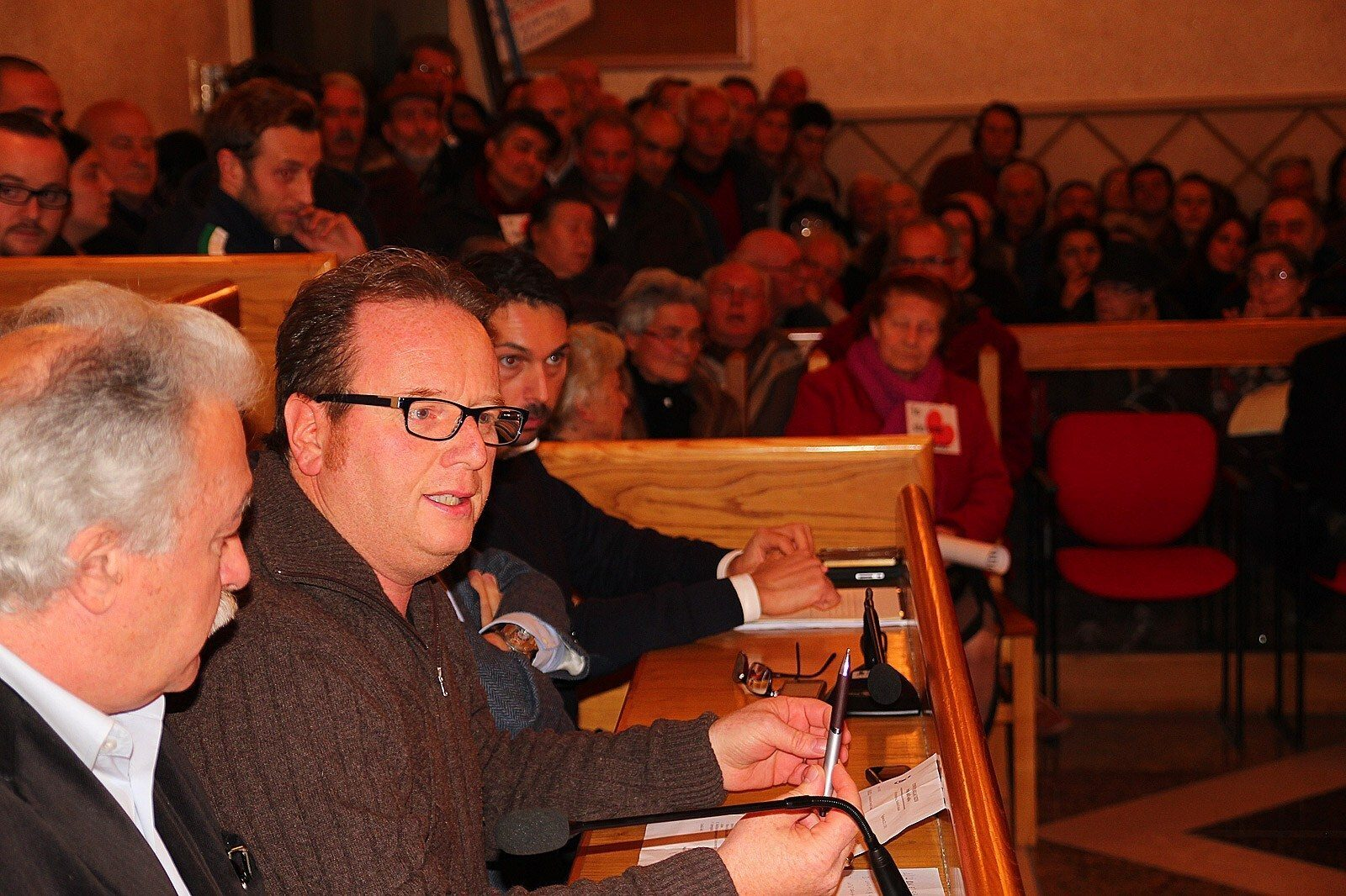 Tagliacozzo consiglio comunale, proteste dei villesi (8)