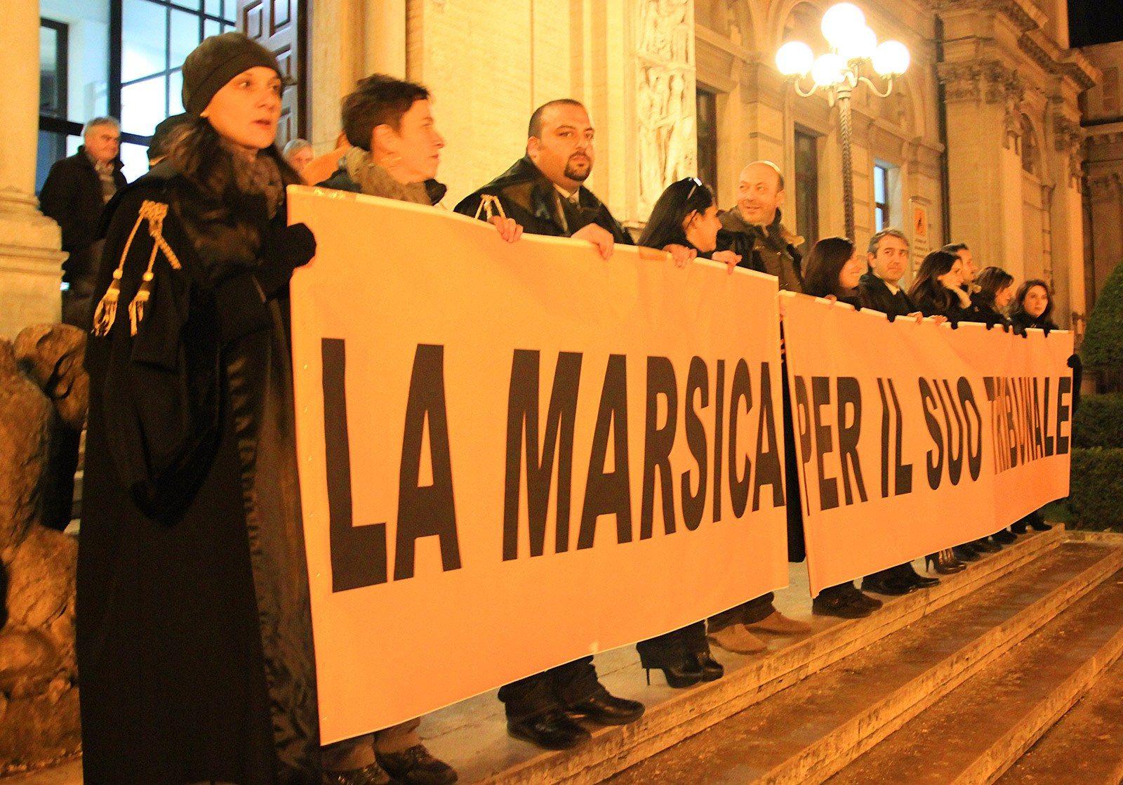 Fiaccolata contro la chiusura del tribunale di Avezzano (13)
