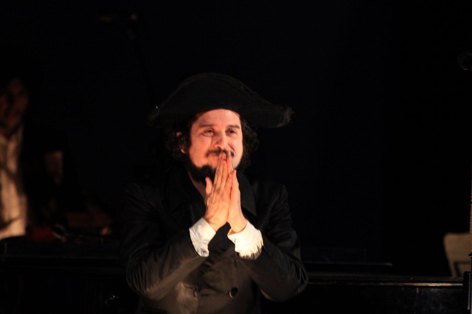 Vinicio Capossela in concerto per il natale nella cattedrale di Avezzano, MarsicaLive (7)