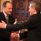 passaggio di consegne tra Floris e il nuovo sindaco Gianni Di Pangrazio (1)