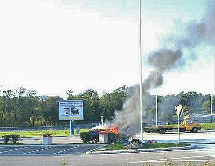 Auto in fiamme alla stazione di sosta di Civita di Oricola, paura per gli automobilisti