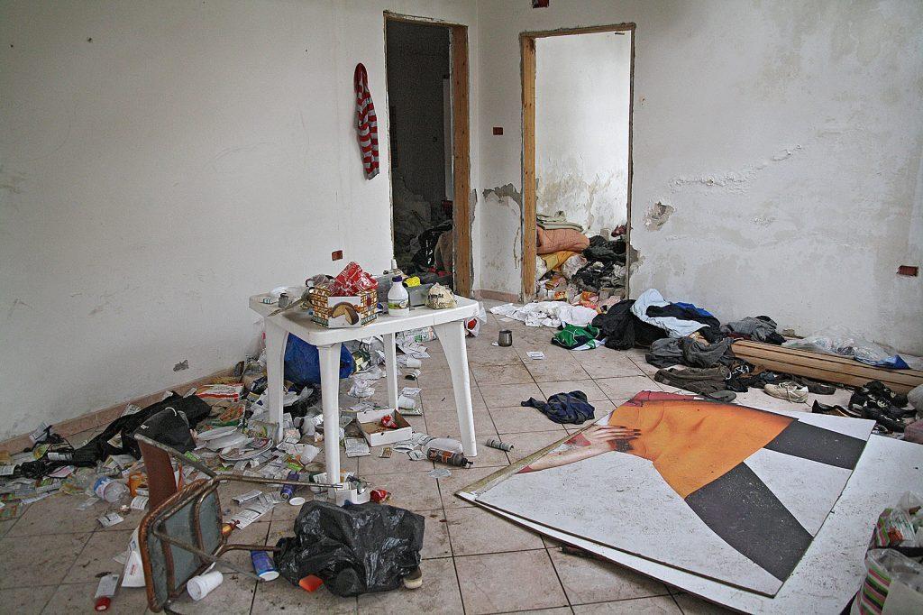 Scandalo profughi in citt scoperti dormitori in centro - Norme igienico sanitarie per le cucine di ristoranti ...