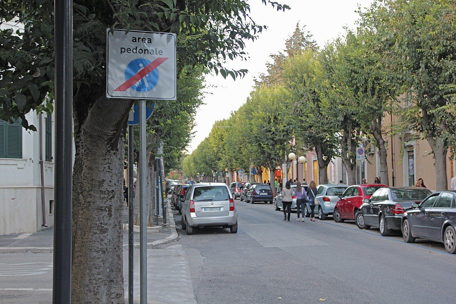 isola pedonale in centro ad Avezzano (4)
