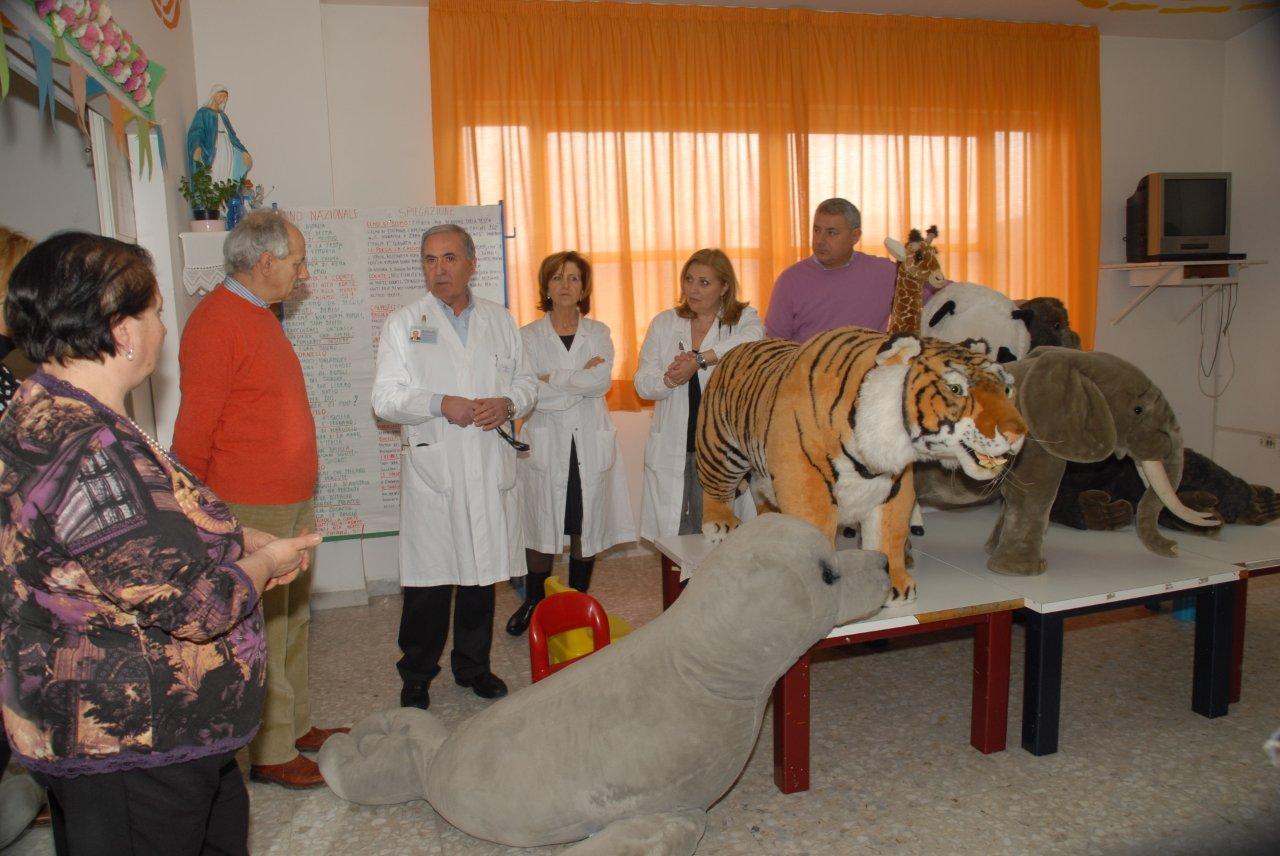 lo zoo al reparto di pediatria dell'ospedale di Avezzano