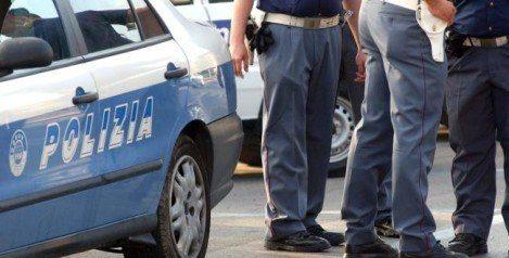 polizia sul luogo dell'intervento con la volante