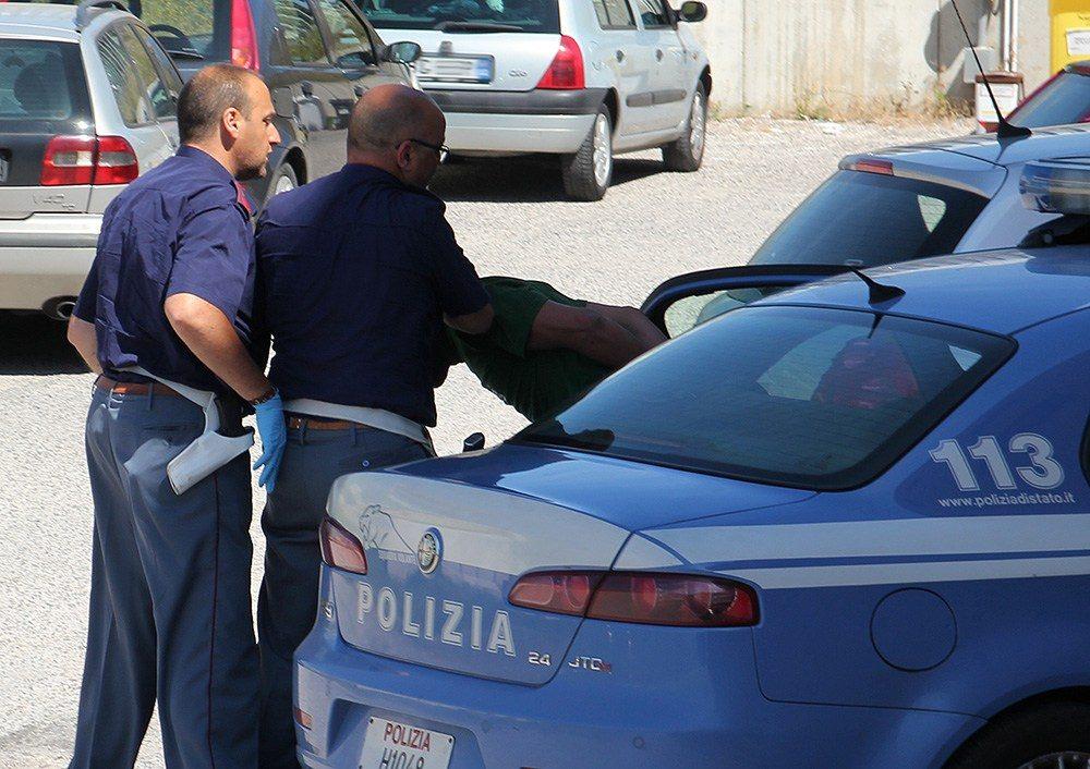polizia, arresto della volante