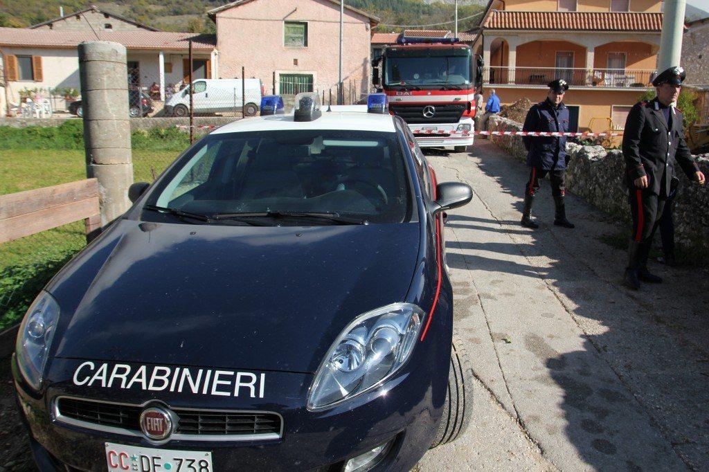 I carabinieri e i vigili sul luogo dell 39 incidente forme di for Quotazione ferro vecchio in tempo reale