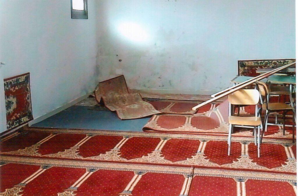 Lavori cam allagano la moschea niente culto e sprechi da for Lavori alla camera
