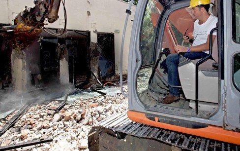 Partono i lavori di demolizione della scuola per l'infanzia di via De Gasperi ad Avezzano