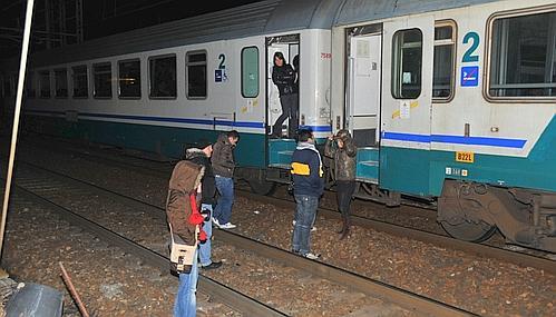 Pendolari-treno-incendiato-sulla-linea