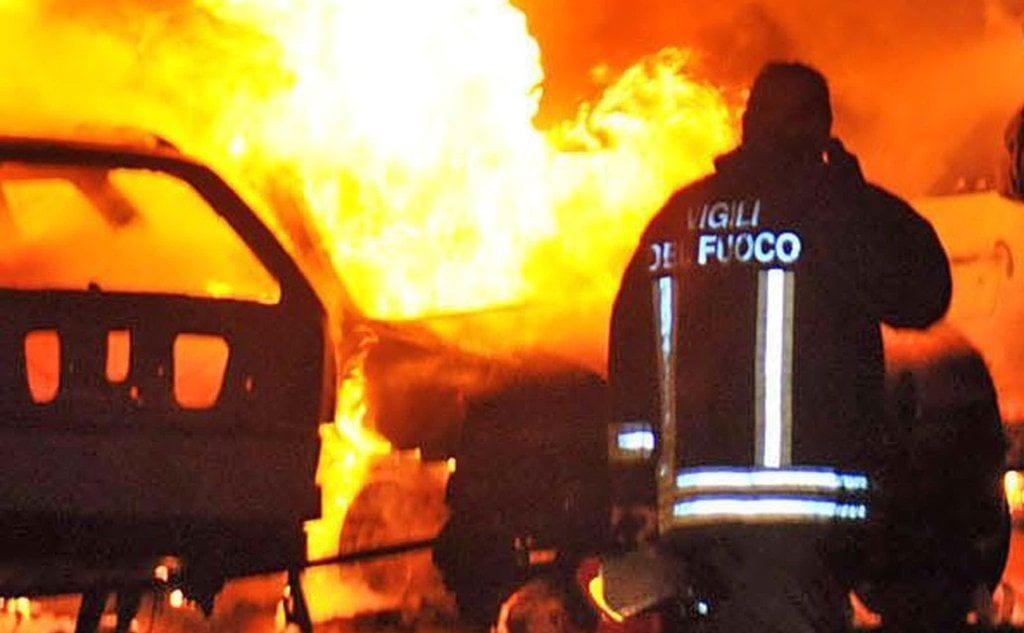 vigili del fuoco notte incendio