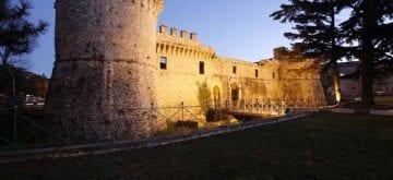 Al castello Orsini la terza edizione di Con-temporanea-mente dell'artista Franco Sinisi