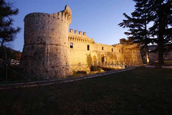 """Al castello Orsini diAvezzano il readingletterario-teatrale """"Al Dio sconosciuto"""""""