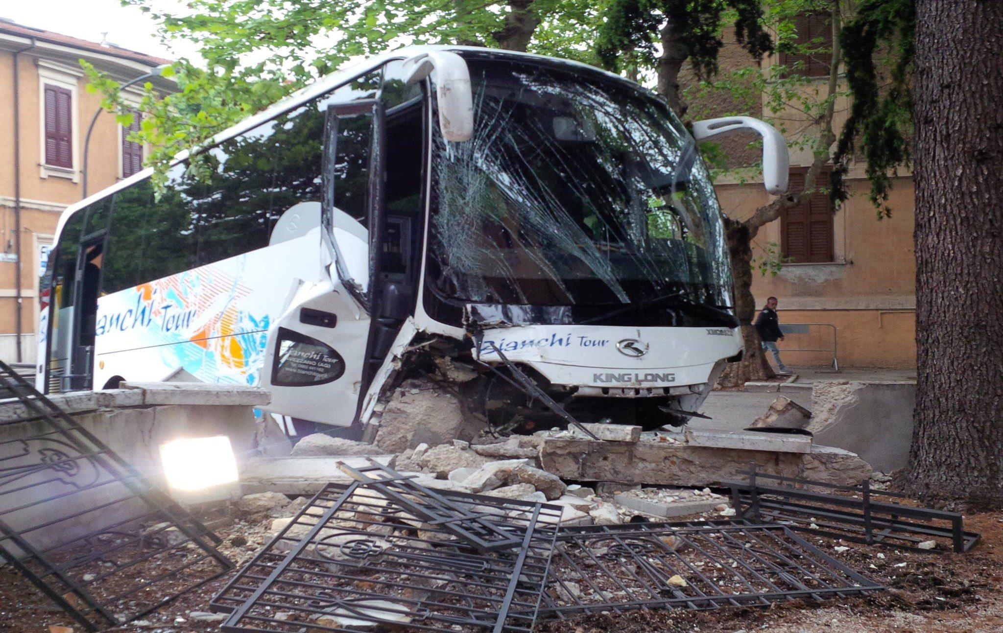 incidente bus avezzano