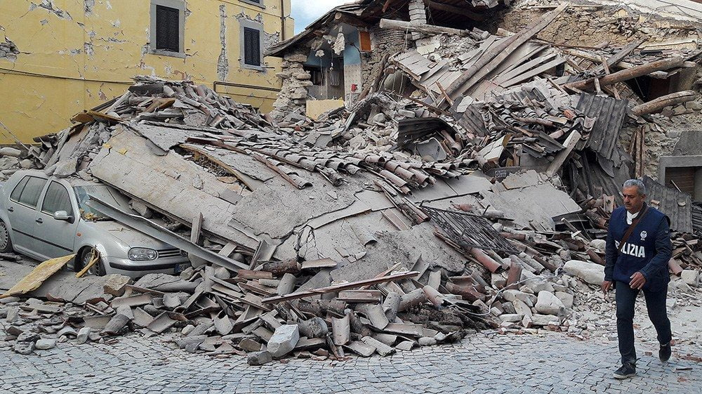 Il disastro del terremoto di Amatrice in un immagine (www.marsicalive.it)