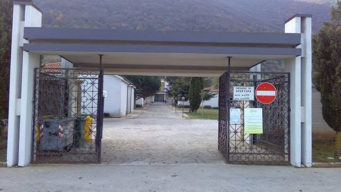 Capistrello, scaduto da 8 mesi l'appalto per i servizi al cimitero. L'opposizione: non è giustificabile