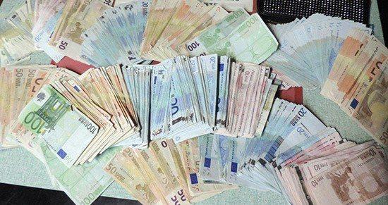 Fermato un giovane con tremila euro di banconote false pronte da spacciare, denunciato dalla Polizia