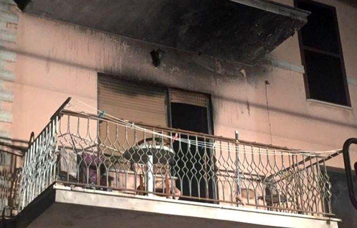 Camere Da Letto Marocco : Tenta di strangolare la moglie e le brucia la camera da letto