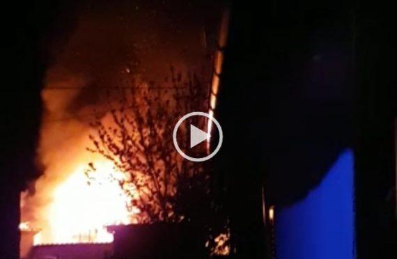 Esplode bombola in un cortile a Trasacco, paura in paese. La violenta deflagrazione in diretta (Video)