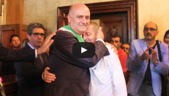 De Angelis sindaco con maggioranza di 15consiglieri Abbraccio commosso con Di Pangrazio (Video)