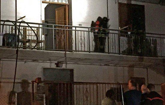 Appartamento a fuoco in piena notte, sventata tragedia grazie all'intervento tempestivo dei vigili