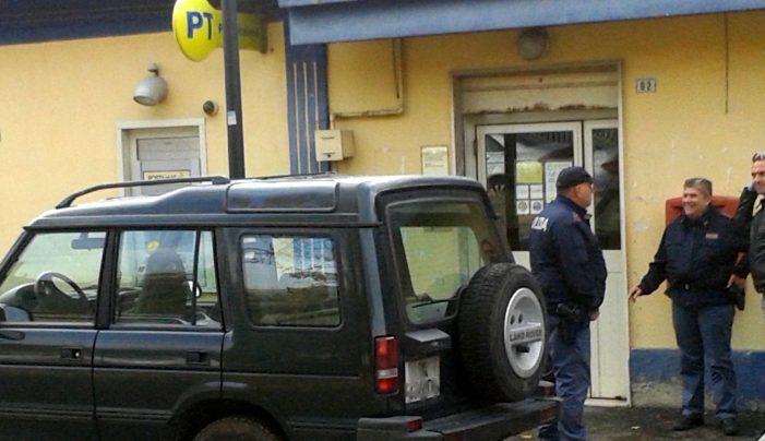 Trovano chiuso l'ufficio postale di Capistrello e rapinano quello di Paterno, banda armata in fuga