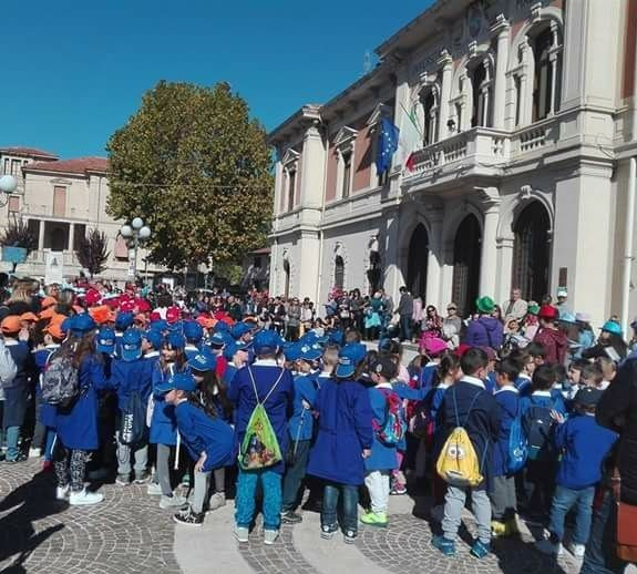 Inaugurazione dell'anno scolastico in musica alla primaria di Magliano, soddisfatto il sindaco Amiconi