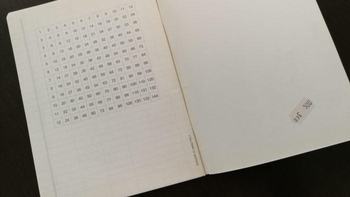 Perché sulle ultime pagine dei quaderni di oggi non vengono più stampate le tabelline? [Polvere di Blog]