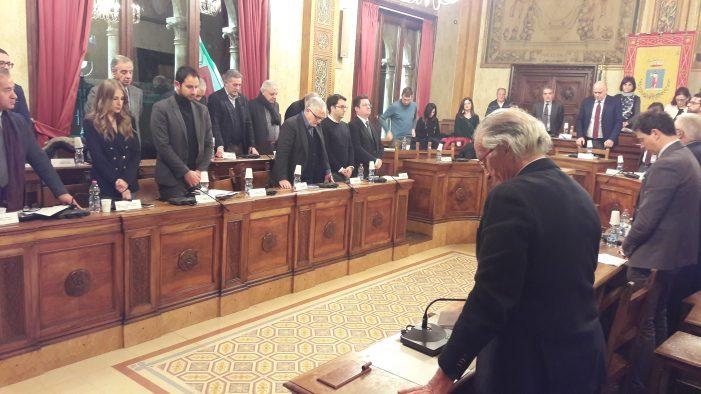 Anatra zoppa, 6 consiglieri di maggioranza dovranno lasciare il consiglio. Ecco i nomi di chi entra e chi esce
