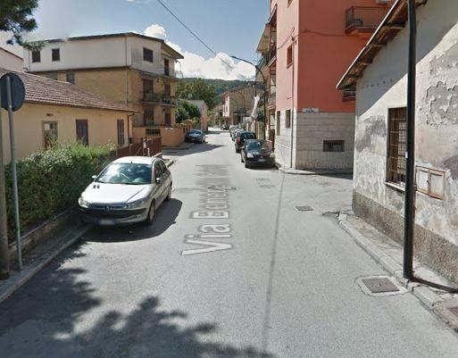 Ad Avezzano via Cairoli torna a senso unico, ma i cittadini protestano: troppe auto in sosta