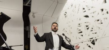 A lezione con Aleandro Mariani, il tenore marsicano intrattiene gli studenti dell'istituto Manzi di Roma