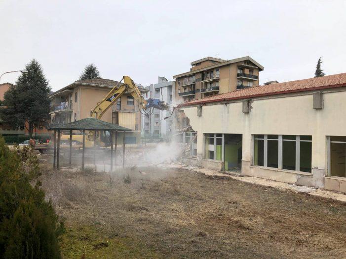 Scuole Avezzano, demolita la De Gasperi. Arrivano 200mila euro per la Persia. De Angelis: i miei predecessori hanno perso tempo