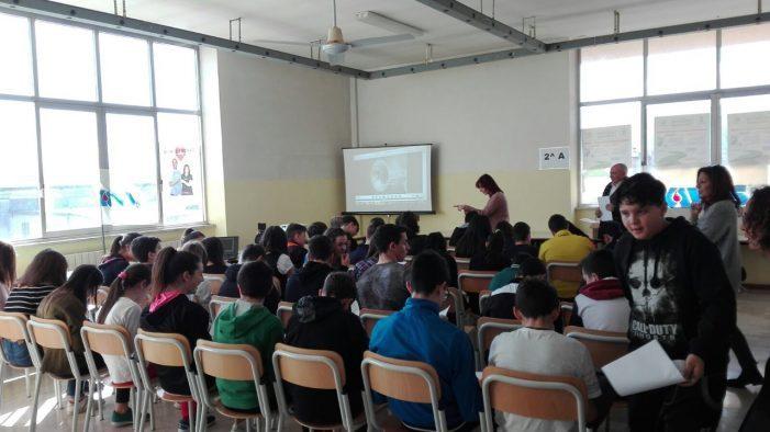 L'Avis a scuola per promuovere la cultura della donazione del sangue e un concorso aperto a tutte le scuole