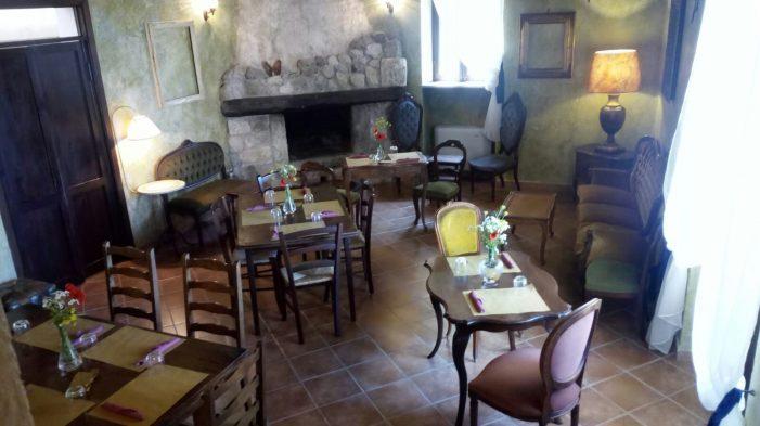 """Parte la stagione del borgo di Alba Fucens con Pennellate di colore: """"Il tramonto in un piatto"""""""