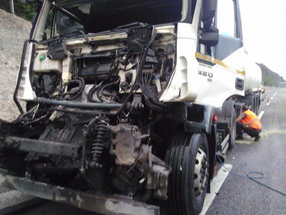 Grave scontro tra due tir sull'A24, conducente trasportato d'urgenza in ospedale