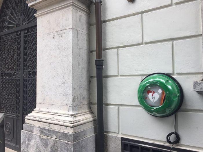 Nuovo defibrillatore nel centro della città, a breve i corsi comunali di Primo Soccorso